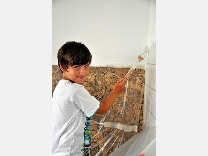 Lars Wünsch (10) wechselt nach den Sommerferien auf die Sekundarschule und beteiligt sich schon jetzt an der Renovierung.